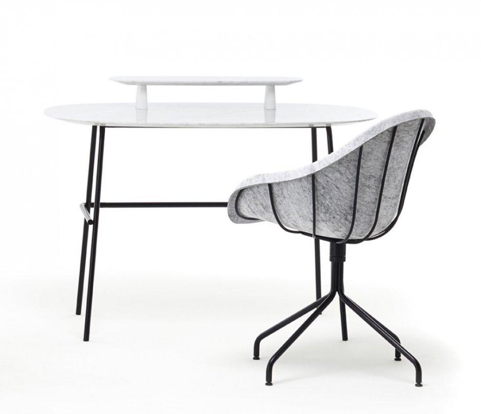 sedia con seduta in feltro e scrittoio